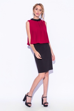 Pleated dress with ruffled-collar