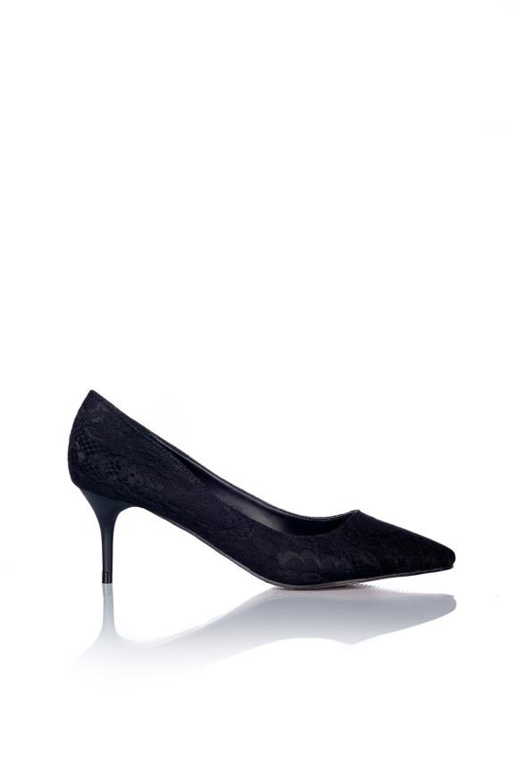 Pantofi stiletto negri din dantela