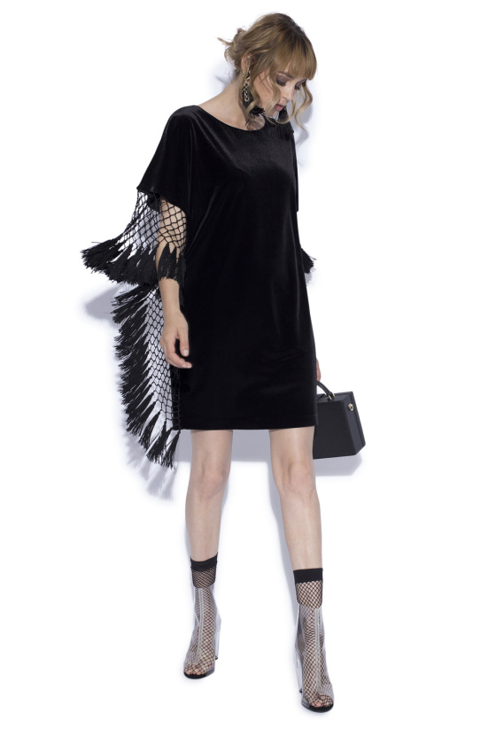 Loose dress with tassels