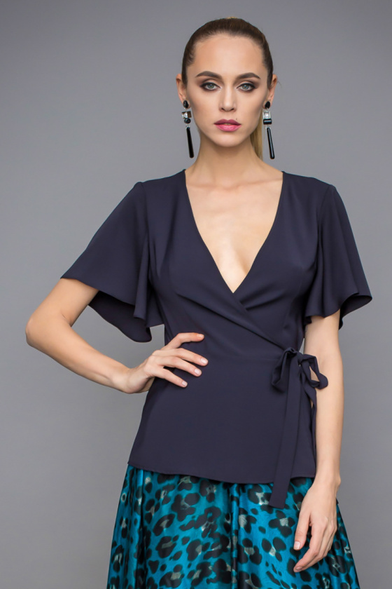 Drapped top with V neckline