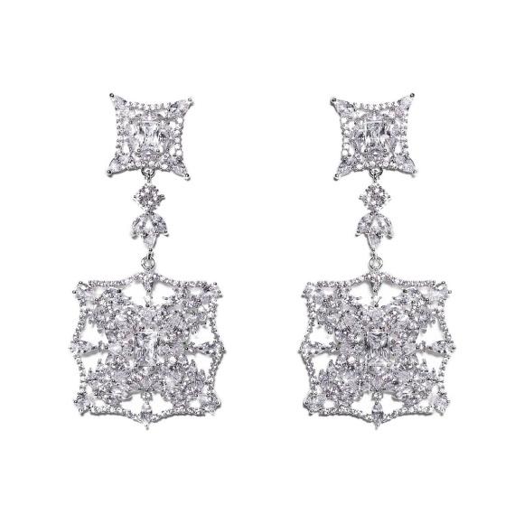 Cercei deosebiti cu cristale de zirconiu