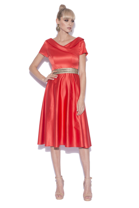 Elegant dress with waist detail