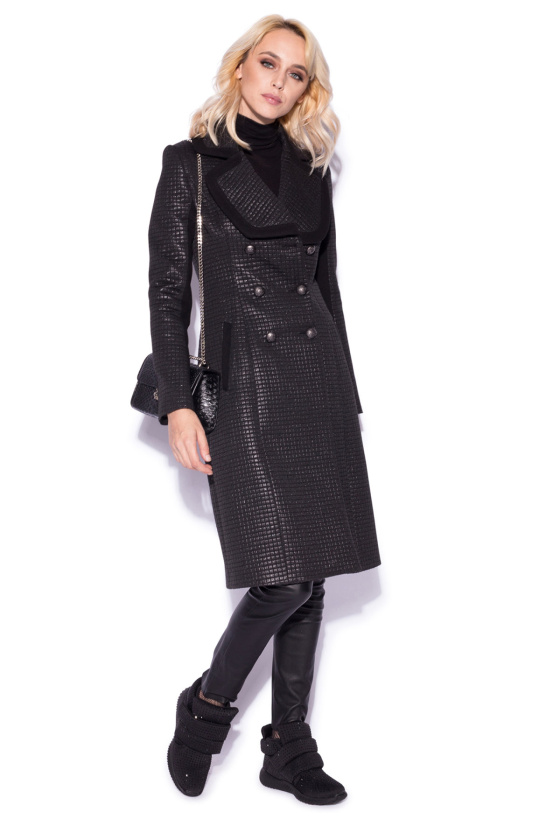 Elegant coat with shiny effect