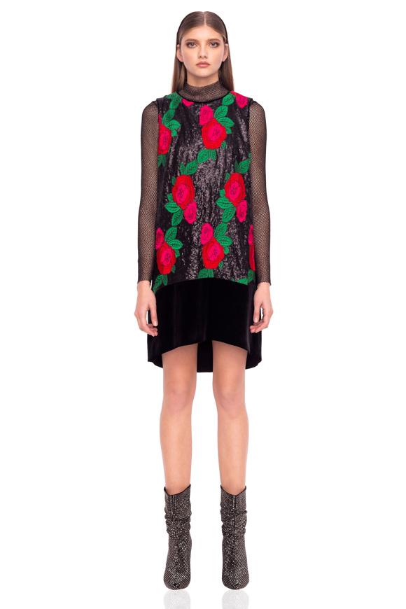 Rochie din catifea cu flori din paiete