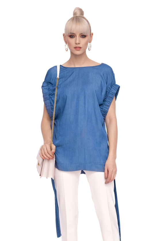 Loose top with waist belt