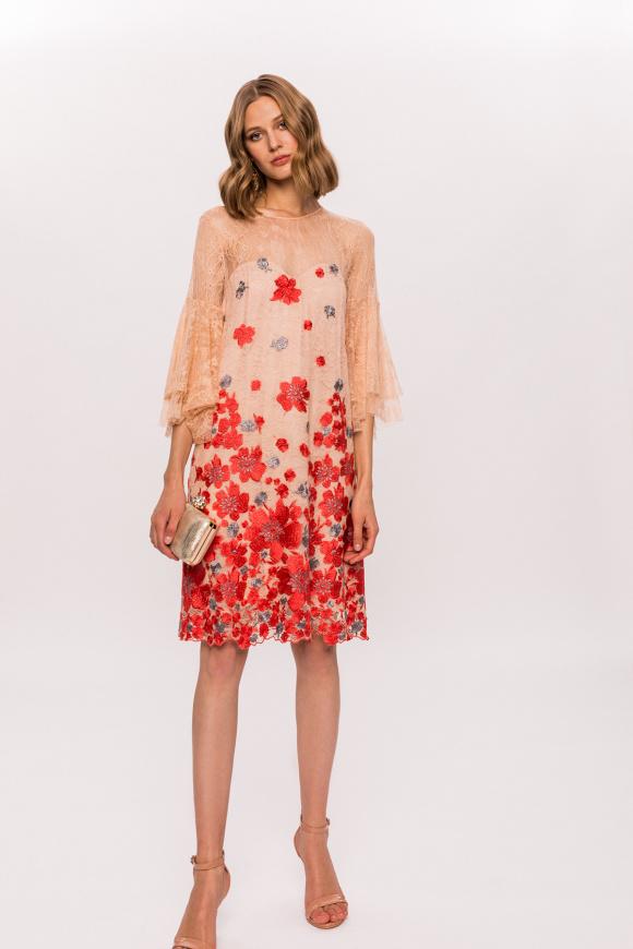 Rochie cu flori brodate si maneci din dantela