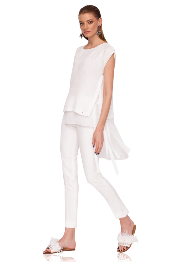 Casual top with textured fabric