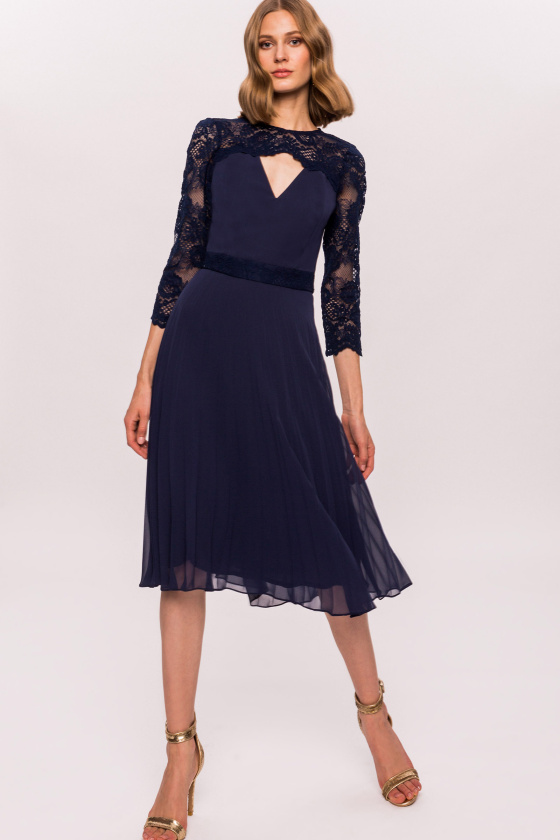Lace sleeves flared dress