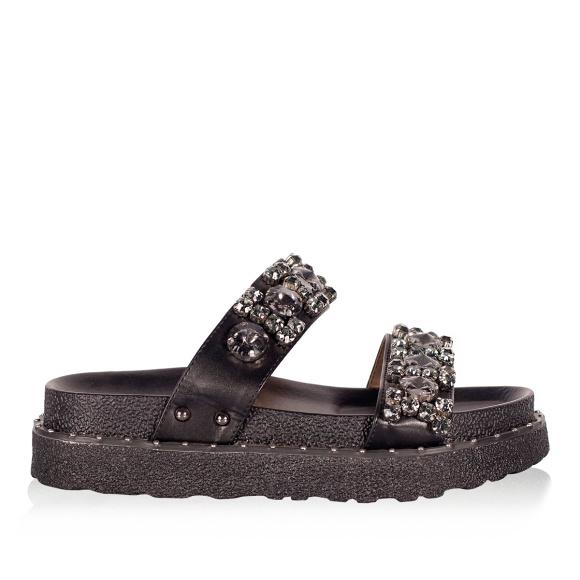 Flip flops with sparkling details