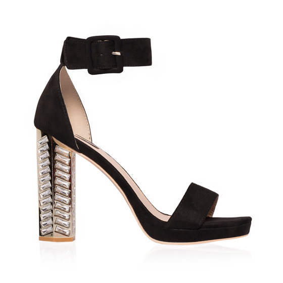 Elegant sandals with shiny heel