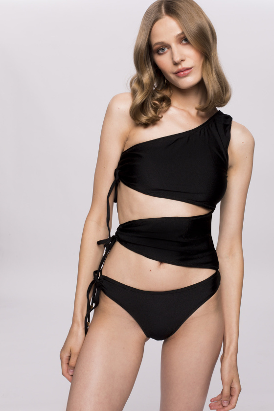 Swimsuit with side detail