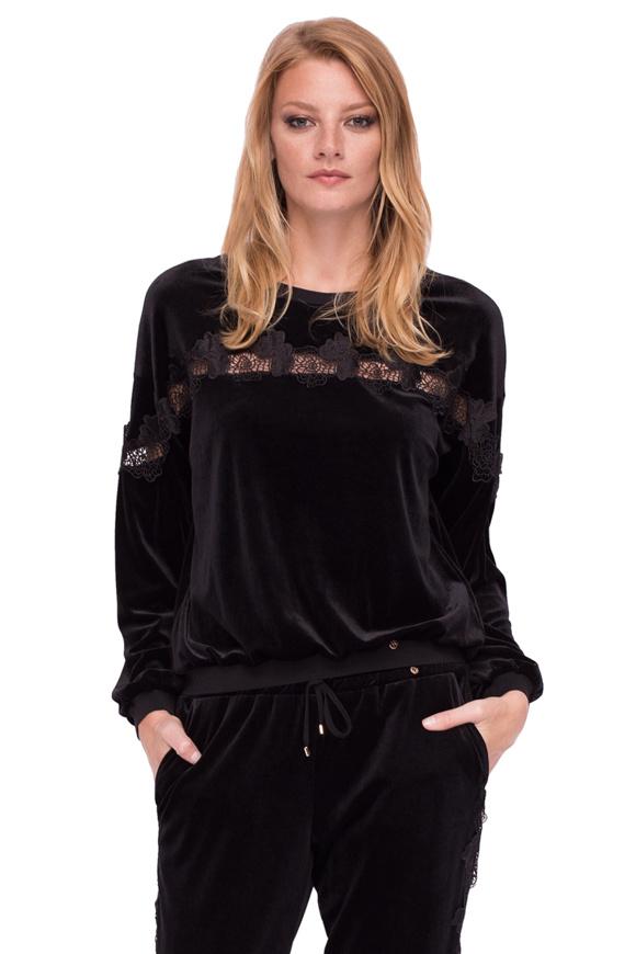 Velvet blouse with long sleeves