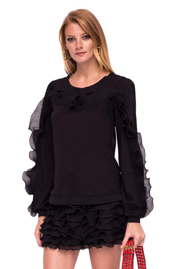 Elegant top with long sleeves