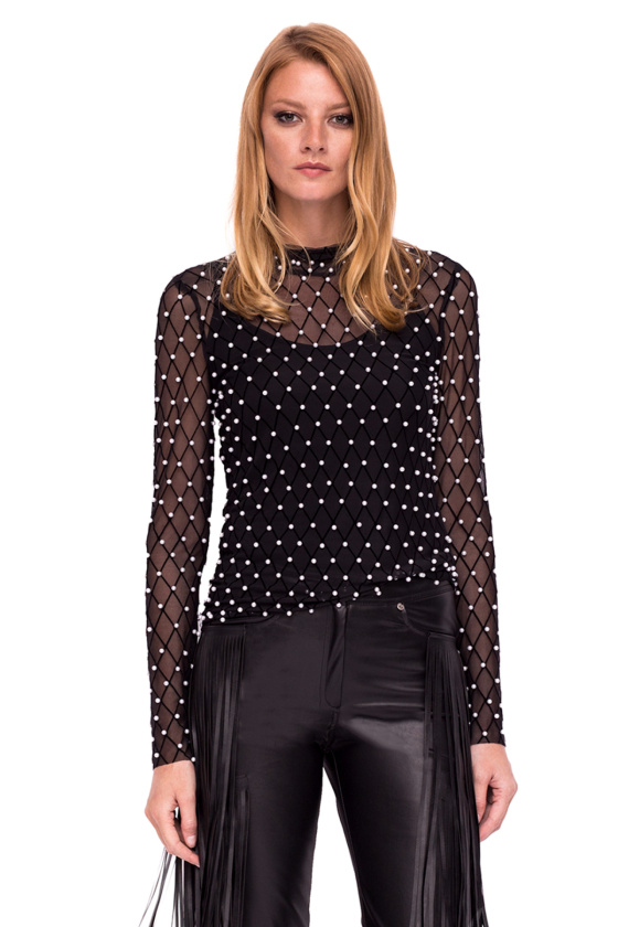 Elegant top with pearl details
