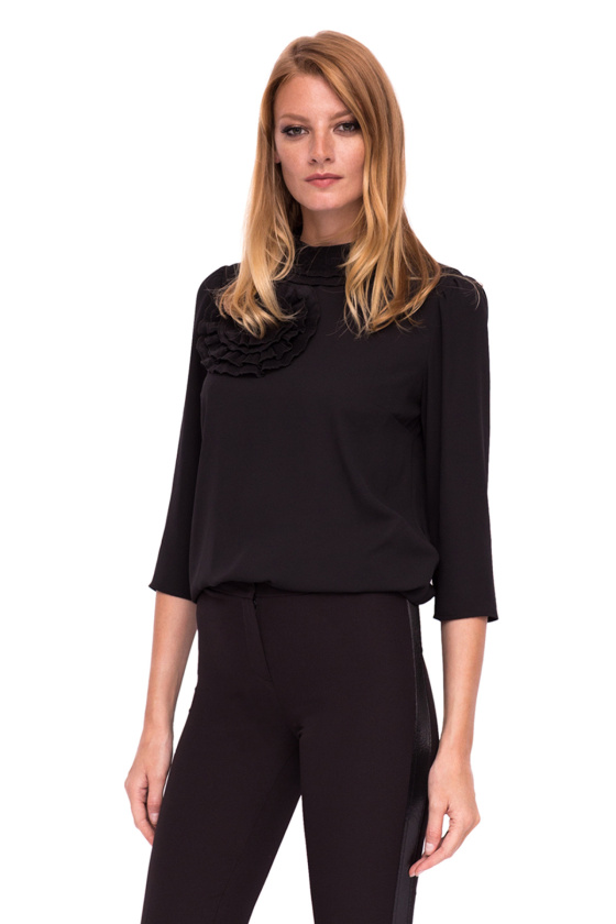 Top with long sleeves and bust details