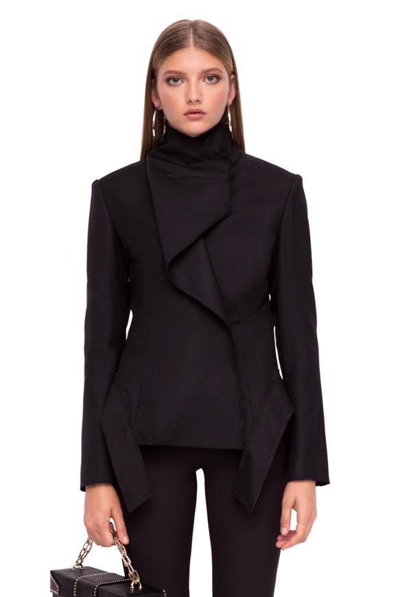 Jacheta cu guler inalt si pliu pe bust