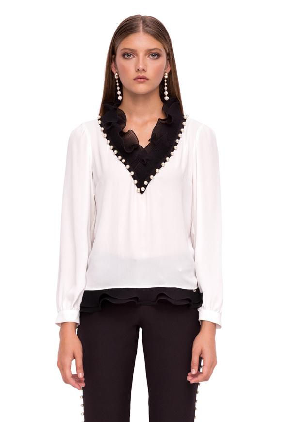 Elegant top with long sleevs and V neckline