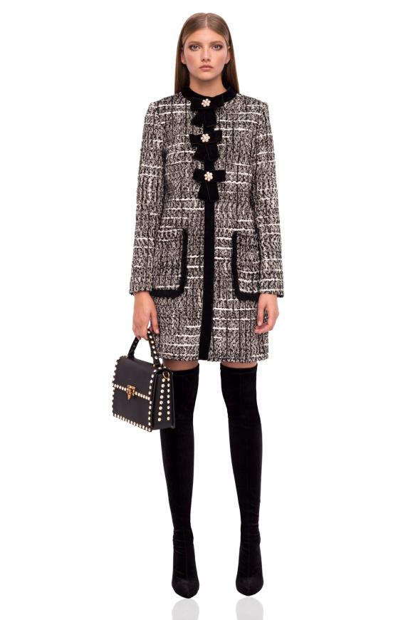 Elegant coat with pearl detail