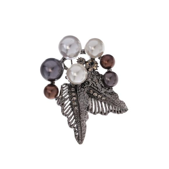 Brosa argintie cu detalii tip perle