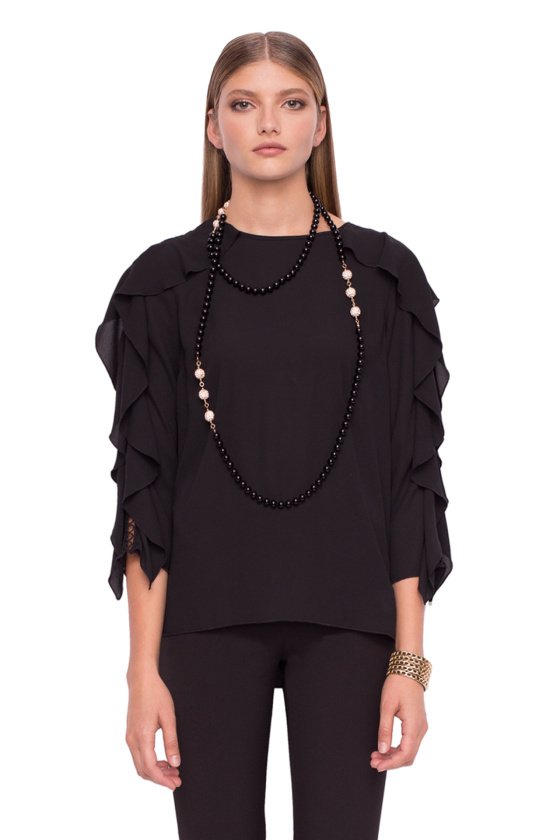 Loose top with ruffle insertion on the sleeves