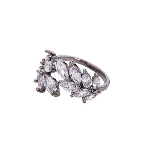 Inel argintiu cu pietre din sticla