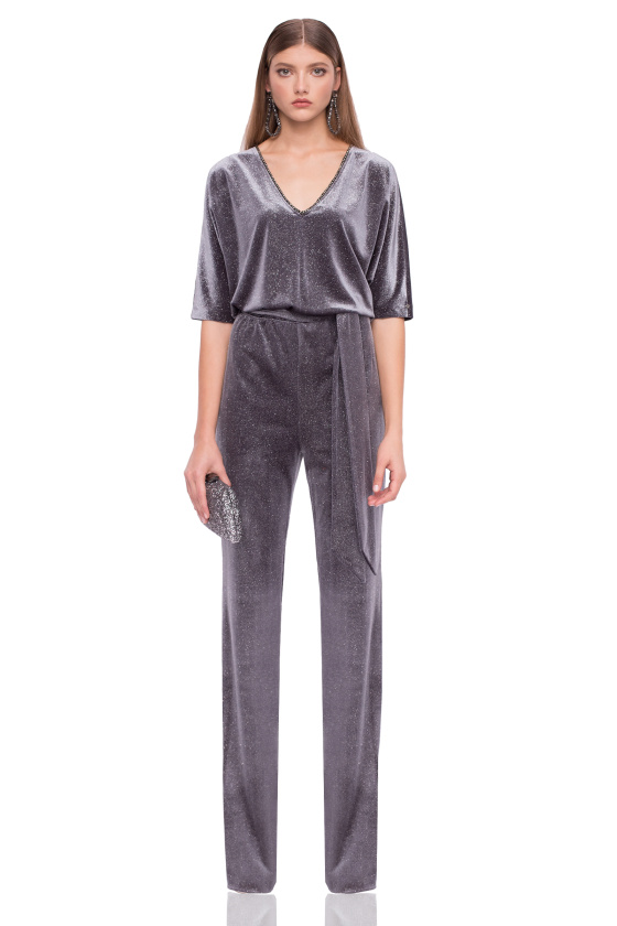 Elegant jumpsuit with 3/4 sleeves and V neckline