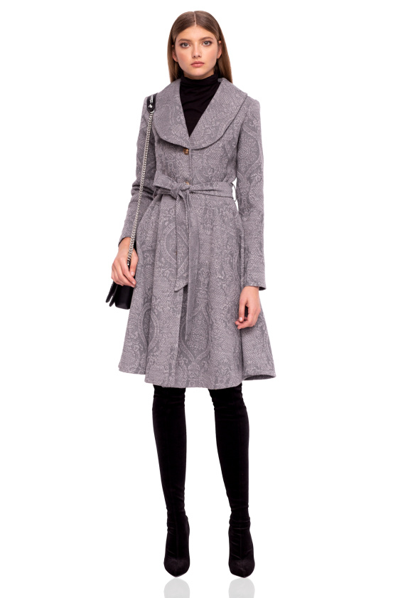 Classic coat with lapels
