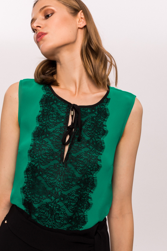 Sleeveless contrasting lace top
