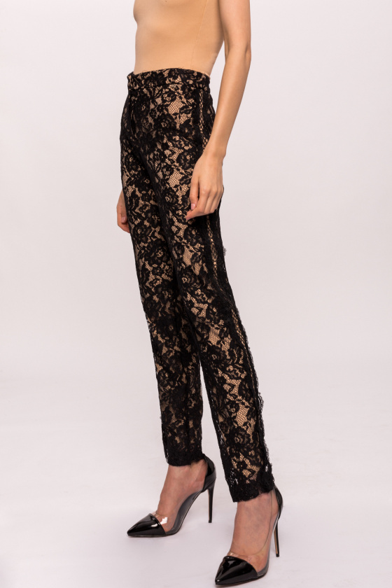 Slim pants with delicate lace