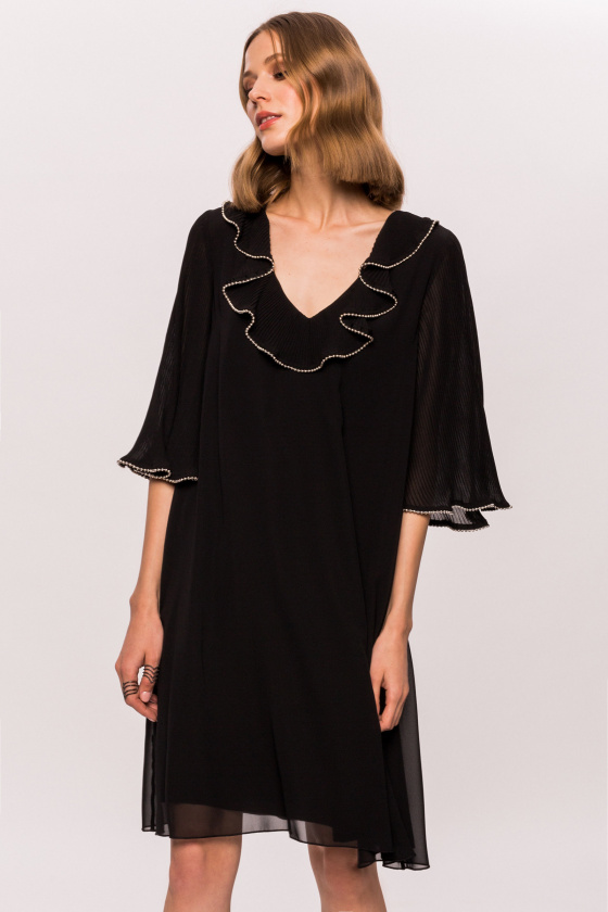 Frilled collar dress