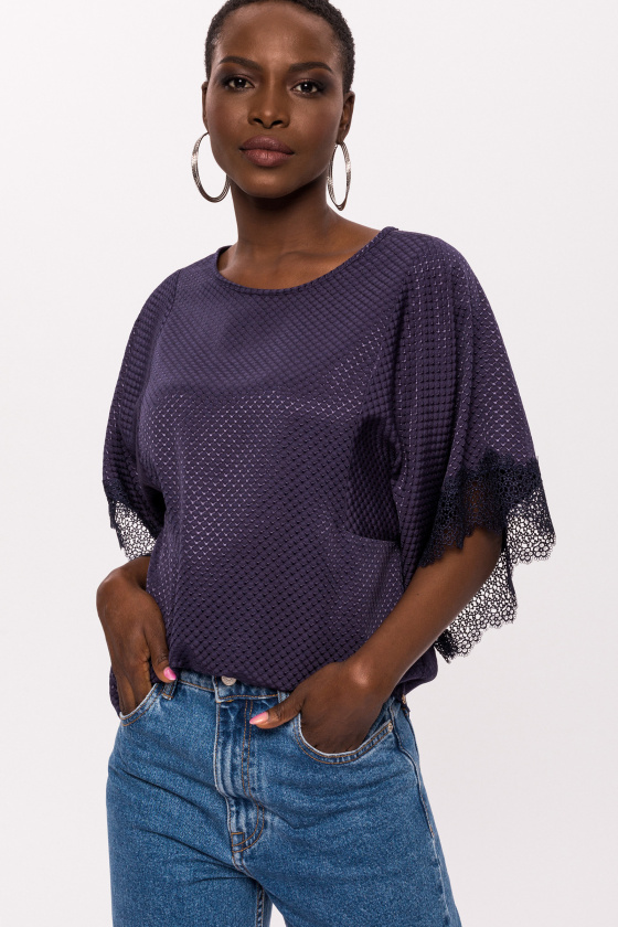 Rayon top with lace applied at the cuffs