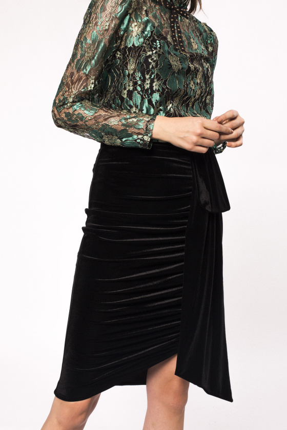 Side detail asymmetrical velvet skirt