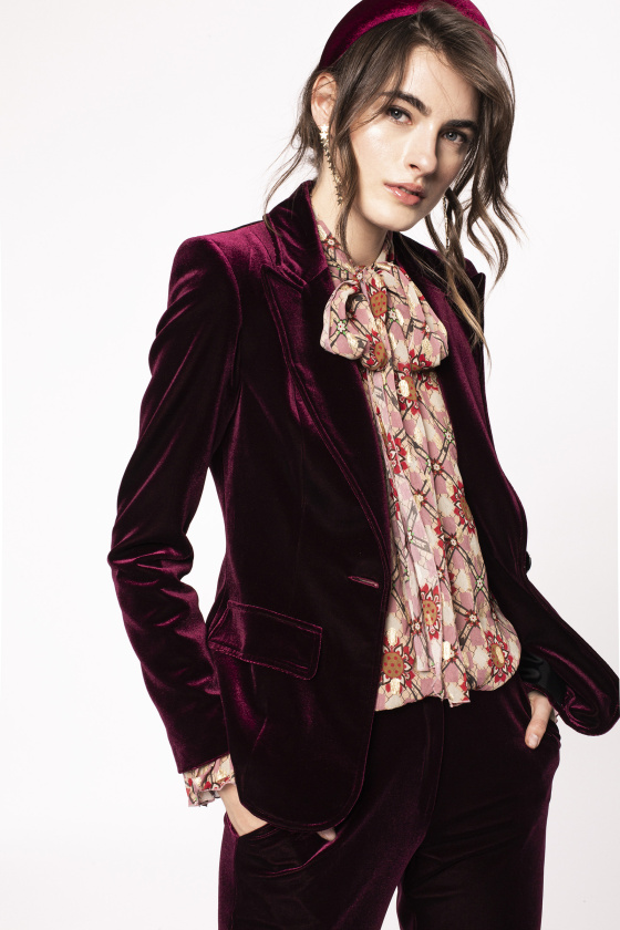 Fitted velvet suit jacket