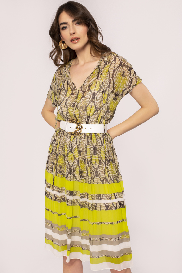 Rochie din vascoza cu detalii contrastante