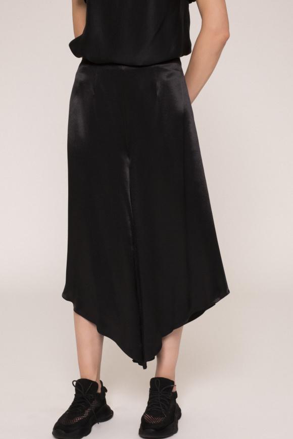 Pantalonii tip culottes cu efect satinat