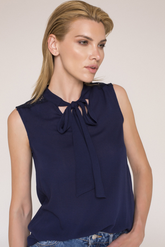 Bow neck viscose top