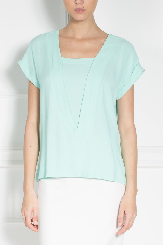 Casual top with V-neckline