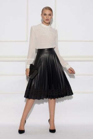 Pleated skirt with lace detail
