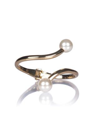 Golden bracelet with pearls