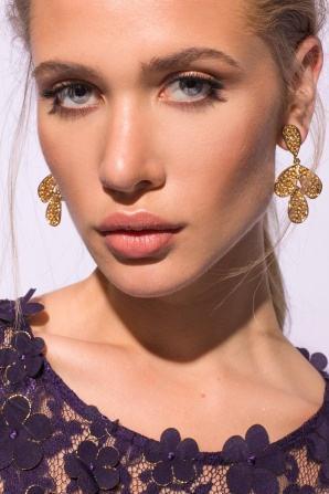 Golden metallic earrings with glass crystals