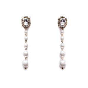 Long earrings with faux pearls detail