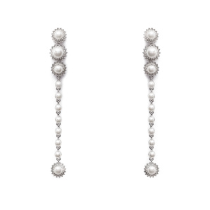 Elegant earrings with faux pearls