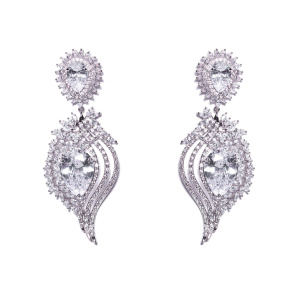 Sparkling earrings with glass crystals