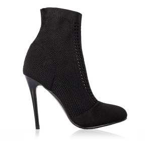 Elegant heeled boots