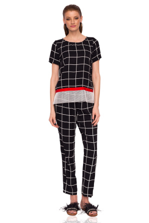 Loose trousers with geometric print