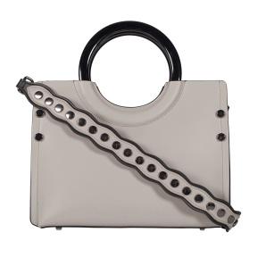 Geanta de piele cu bretea accesorizata cu capse metalice