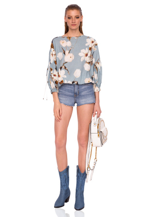 Casual top with floral print