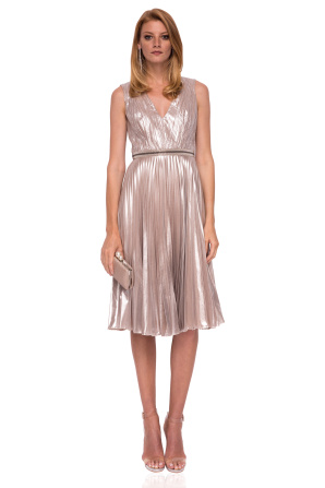Elegant dress with shiny waist detail