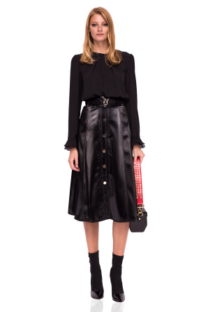 Skirt with oversized buttons and shinny texture