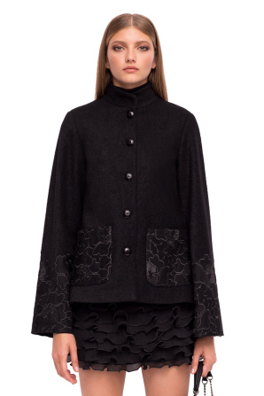 Jachetă din stofa brodata